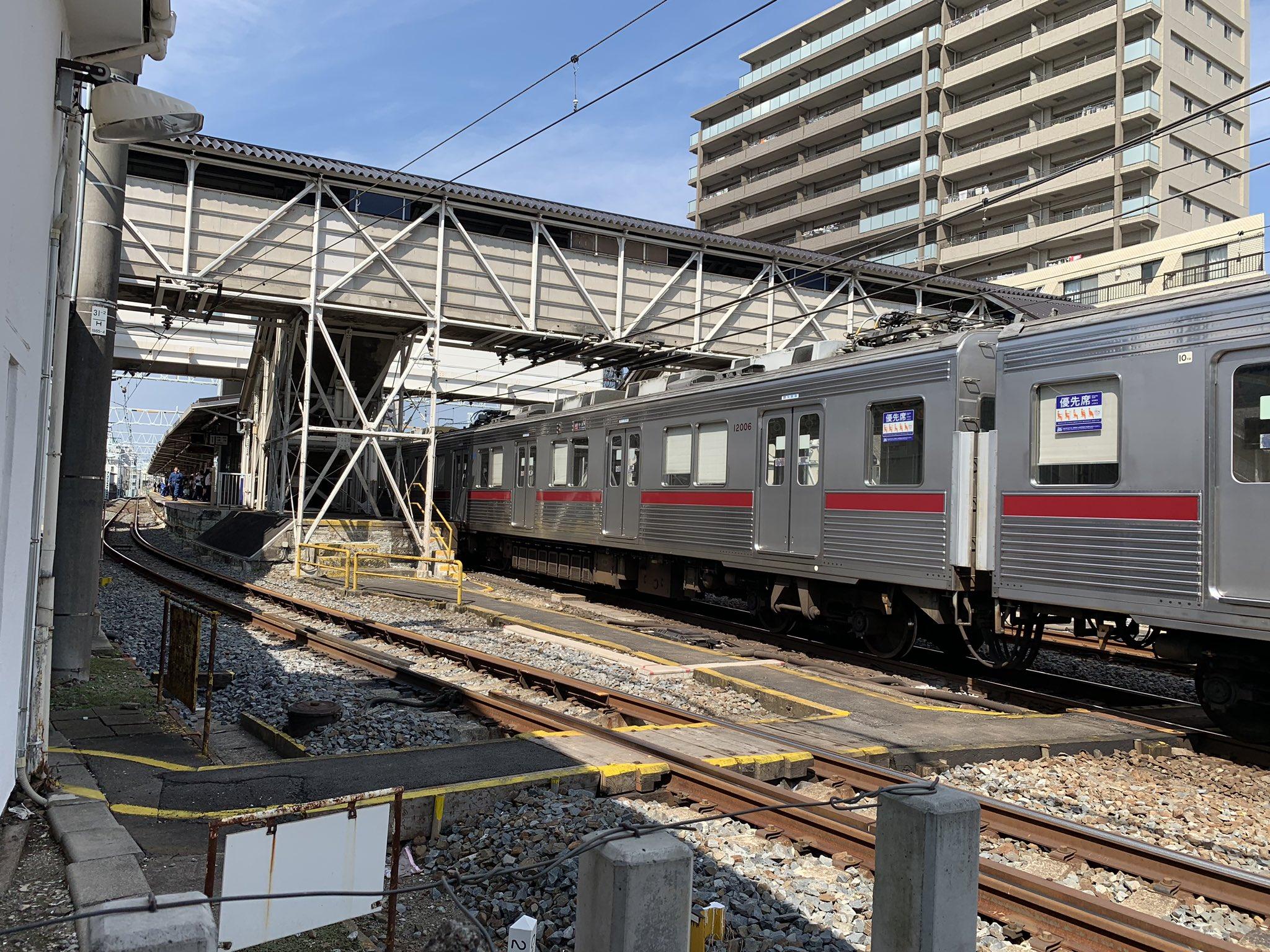 中板橋駅の人身事故で運転を見合わせている現場の画像