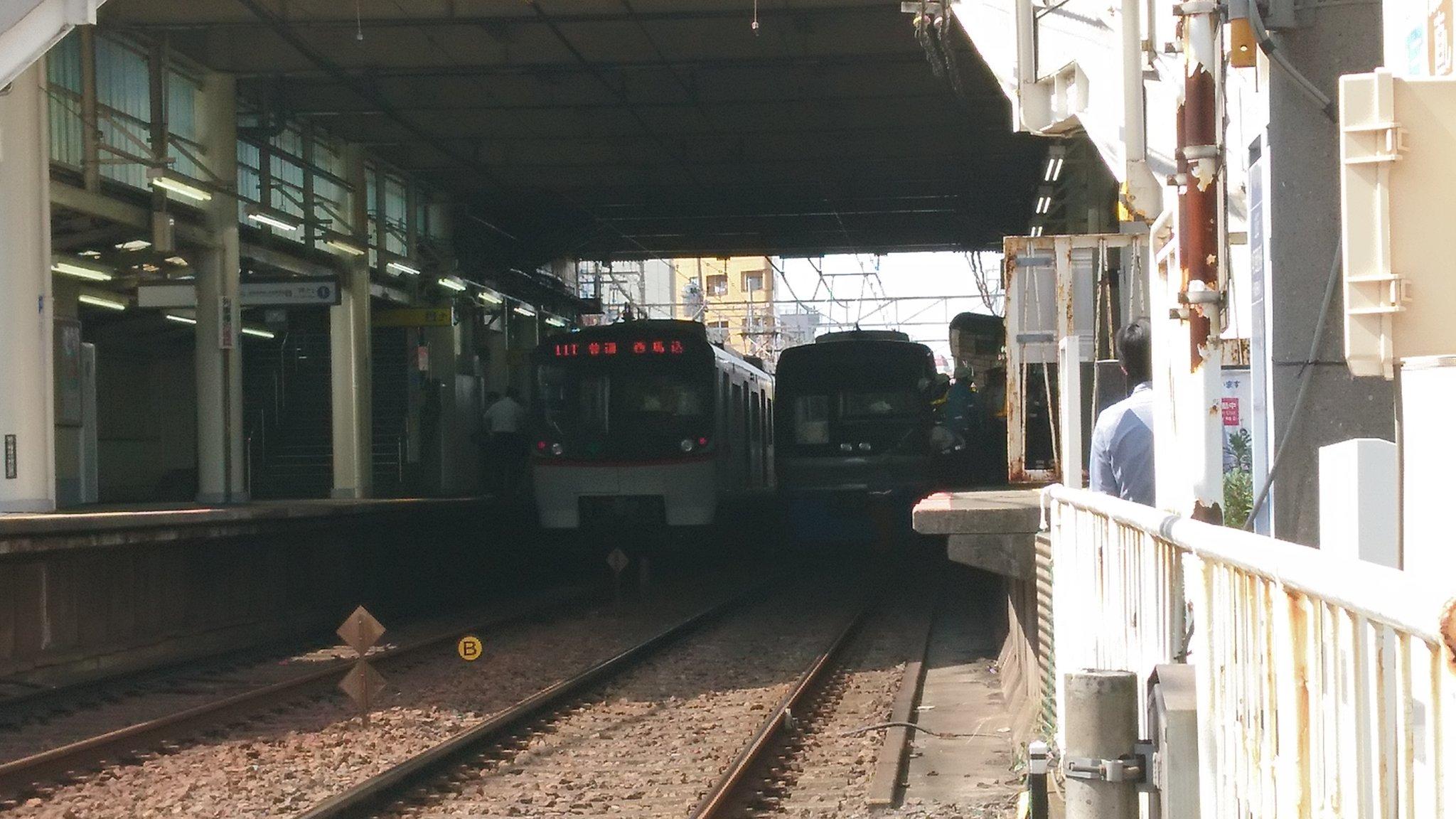 京成立石駅の人身事故で救護活動している現場の画像