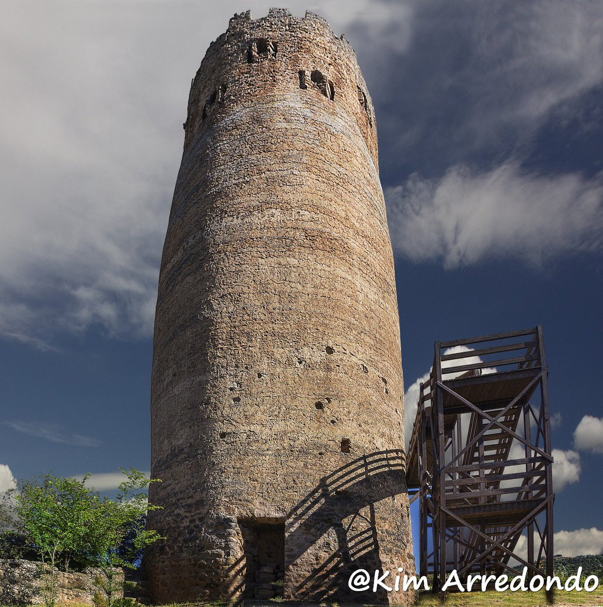 Coneixes la torre de guaita de #Vallferosa a #Torà? 🌿 Més informació 👉 bit.ly/2mBknJi by @KimGorgues @viladetora @AjuntamentTora @Turisme_Segarra @SomSegarra @aralleida