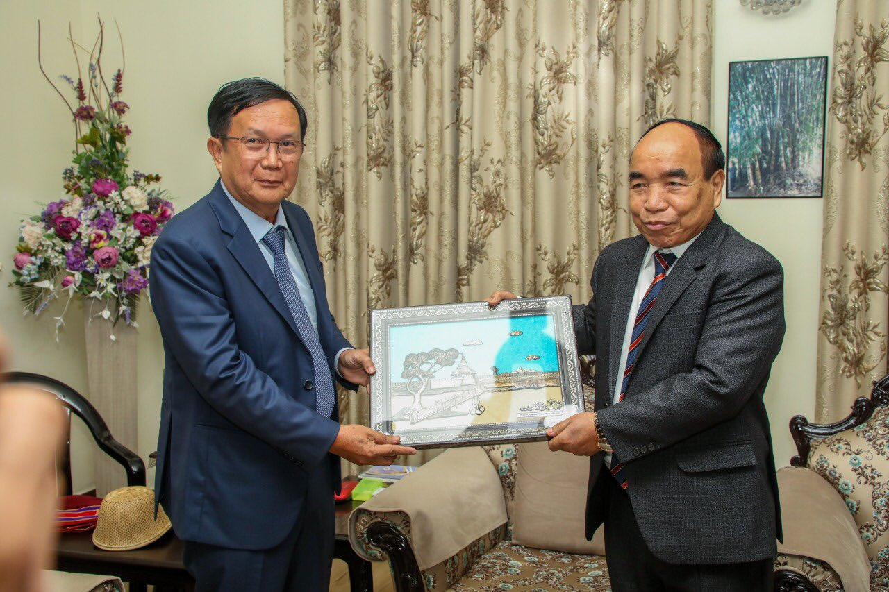 """Zoramthanga בטוויטר: """"It was a pleasure meeting Lt. Gen. Aung Lin Dwe and  other officials of the Myanmar Military Delegation. Developmental talks  regarding the cross-border trade, promotion of peace etc were discussed."""