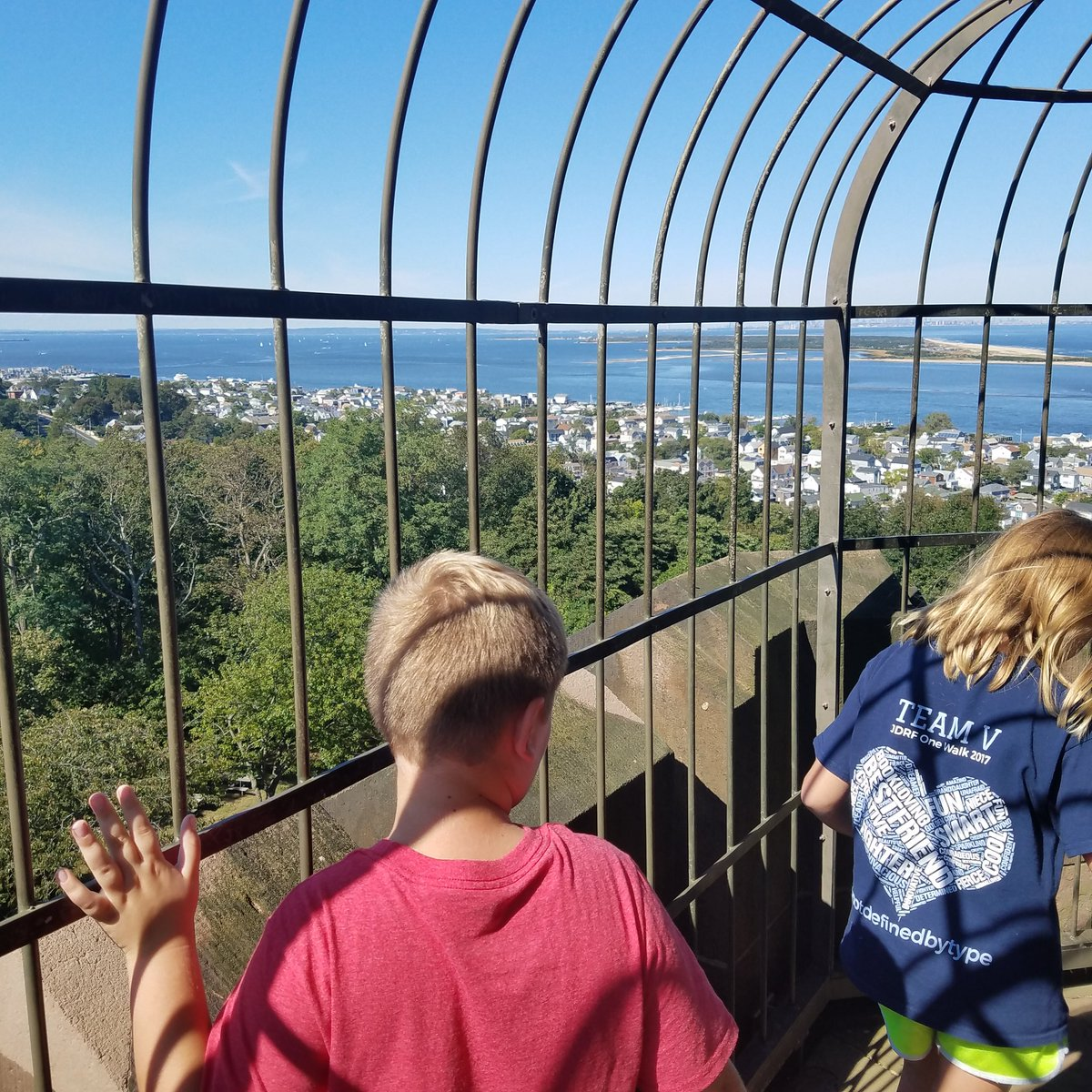Took the kids on a little adventure to the Twin Lights.. breathtaking views. https://t.co/NkJiUXSKQa