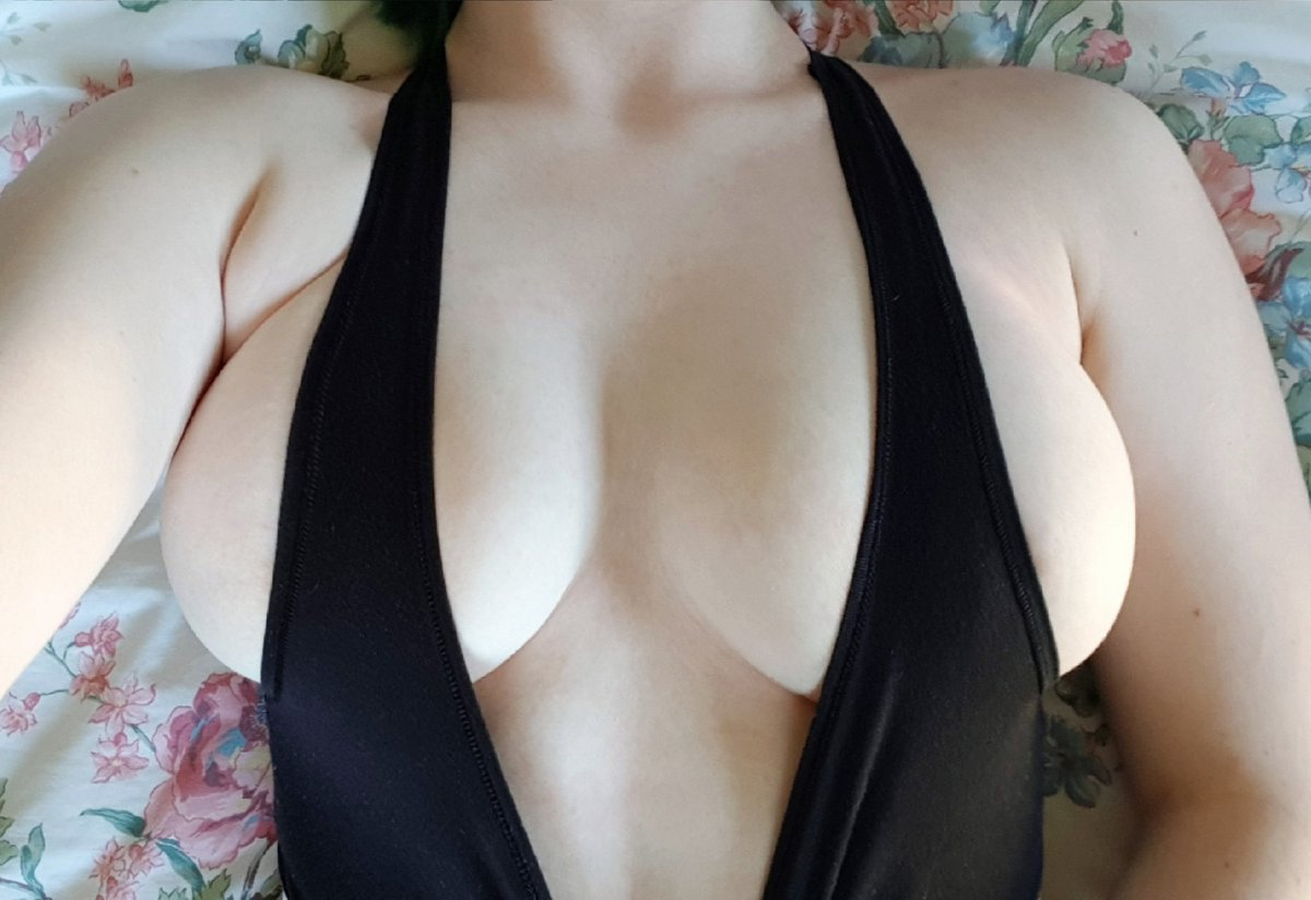 big boob amateur chatting live in bikini