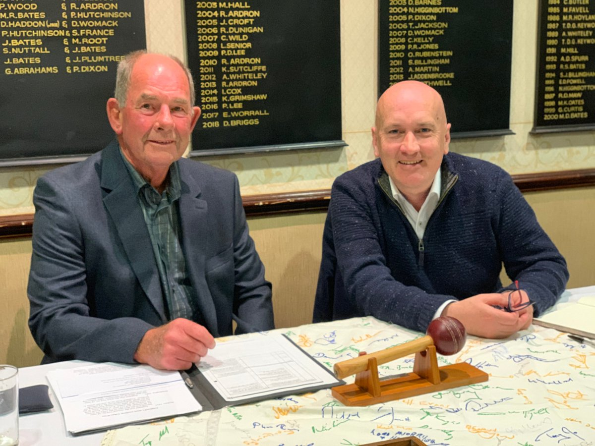 Thank you, another great night with @kevinhowells7 seen here with our chairman Dave Longley. Thanks also to all our members who braved the horrible rain to come along to the meeting #Stalwarts #CricketLovers <br>http://pic.twitter.com/uTfn081RXT