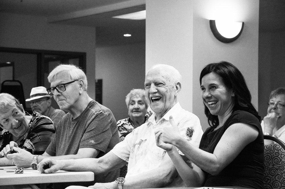En cette Journée internationale des personnes aînées, célébrons leur apport à notre histoire, notre culture et notre tissu social, mais aussi à notre façon d'imaginer l'avenir. Avec nos aînés, continuons à bâtir une métropole + inclusive, accessible et sécuritaire. #polmtl