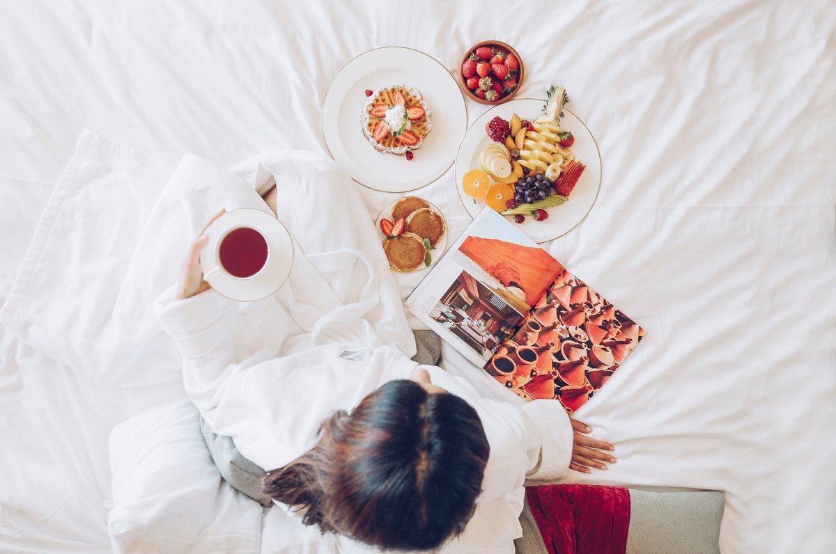 Breakfast in bed that feels like a cloud is always the best way to start your day!    #fairmontbaku #fairmontmoments #flametowers #baku #azerbaijan #accorhotels #luxuryhotels #besthotels #luxurytraveller #luxurytravellers #breakfast #inroomdining #pancakes https://t.co/QizwcFEZG8