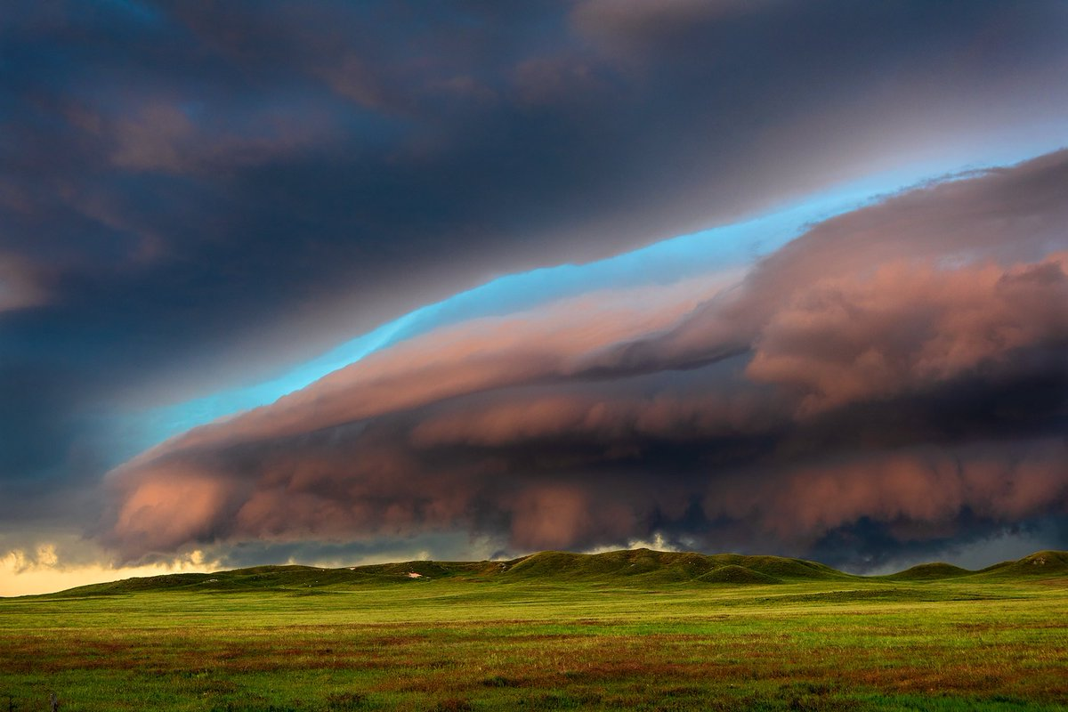 One of those summer days I live for somewhere north of Lingle, Wyoming on June 30th. #wywx #stormhour <br>http://pic.twitter.com/zKi0dI8xvG