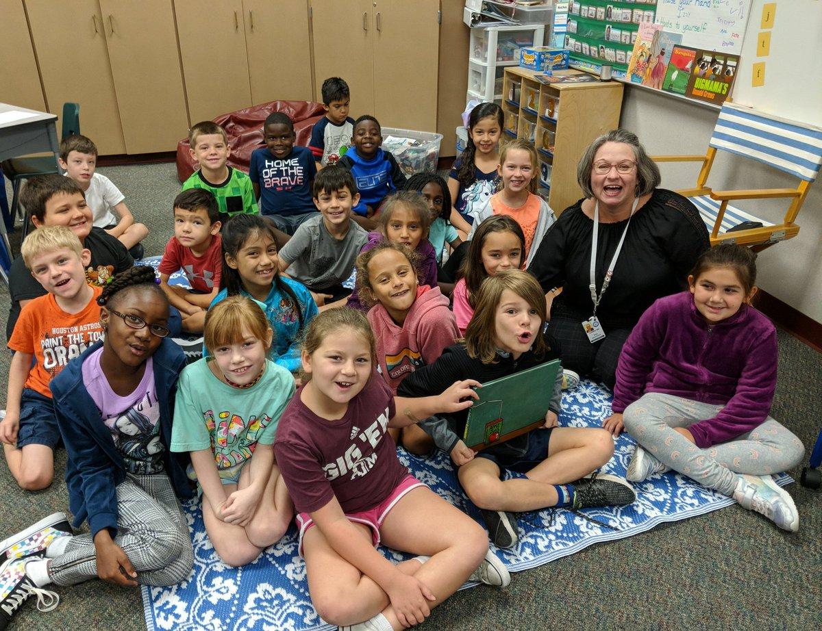 Reading with the Principal. The kids loved it!!  #eseSOAR #BeTheLight <br>http://pic.twitter.com/lD0QO9QraI