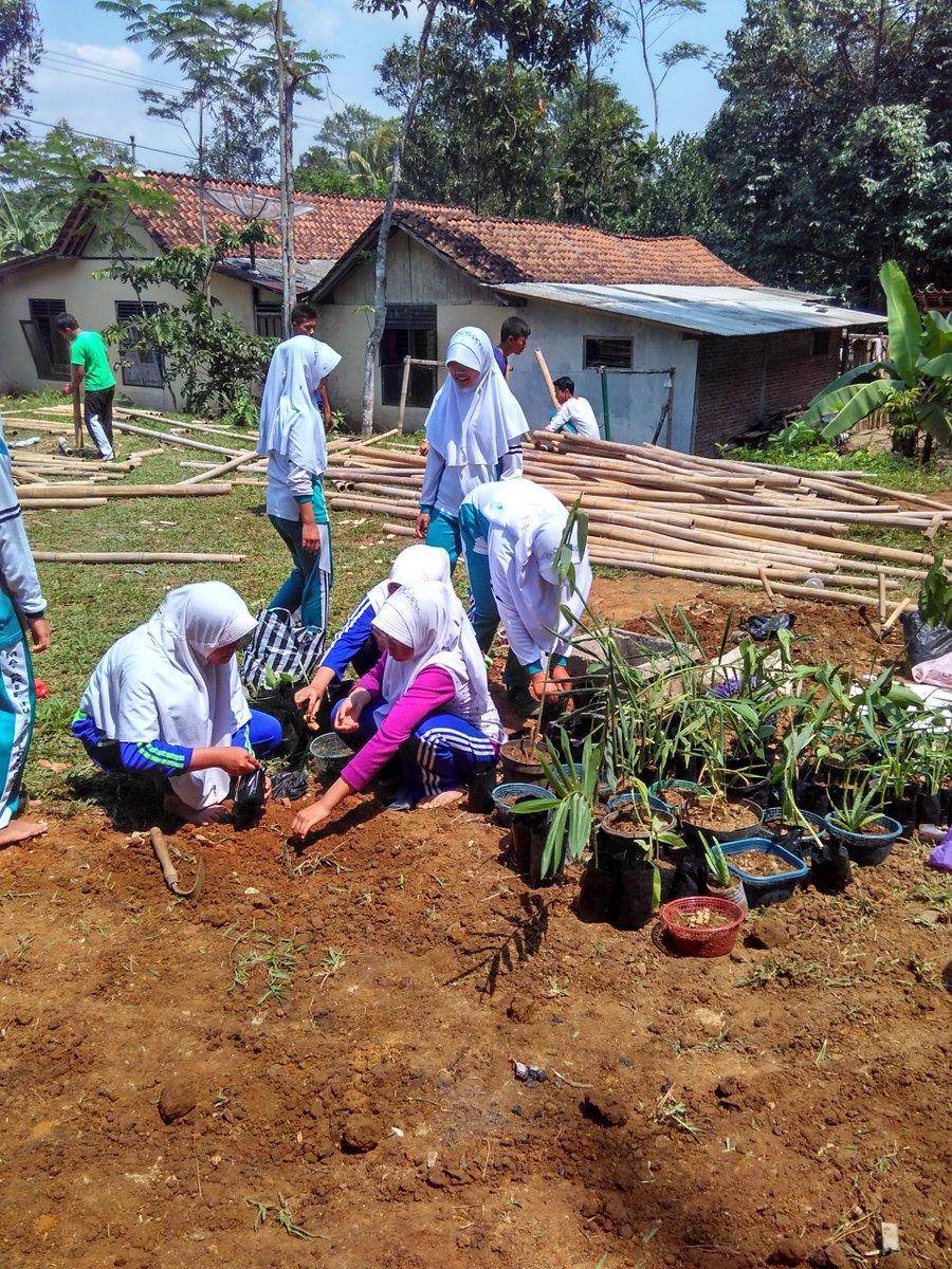 Keterbatasan bukan langkah penghalang belajar, siswa siswi  MA Ma'arif NU Cilongok Kabupaten Banyumas.#Ganjarpranowo