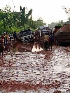 Dear @tundefashola & @GovernorObaseki this is the dilapidated state of Benin Auchi road, Edo State. Its now a death trap where cases of accidents and lengthy traffic in several hours of agony. We urge you to expedite actions on the repair of the road. @MBuhari @ProfOsinbajo