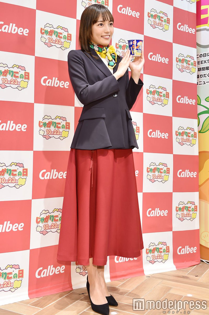 @haruna_staff 【写真追加📷】#川口春奈、受付嬢スタイル👩🏻💼で登場✨「絶対に通らなかった」平成ファッションとは?👗👠@haruna_staff🔻フォトギャラリー