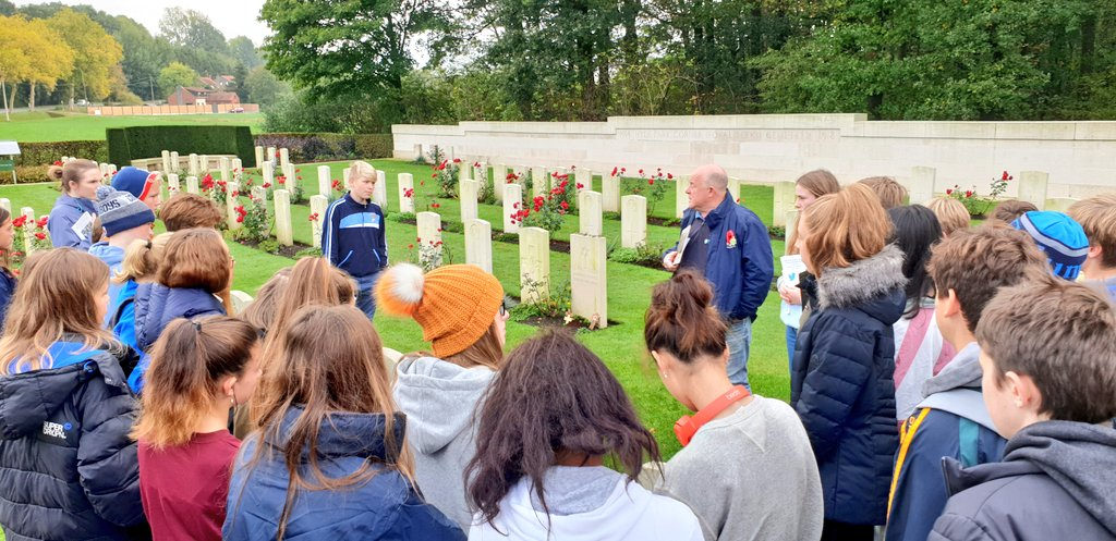 Peter, our excellent guide, tells the @KingsBruton 3rd Form at Hyde Park Corner, about Rifleman Bride who was shot for desertion.#WeWillRememberThem #KSBBattlefieldsTour<br>http://pic.twitter.com/X1wdAzZNOi