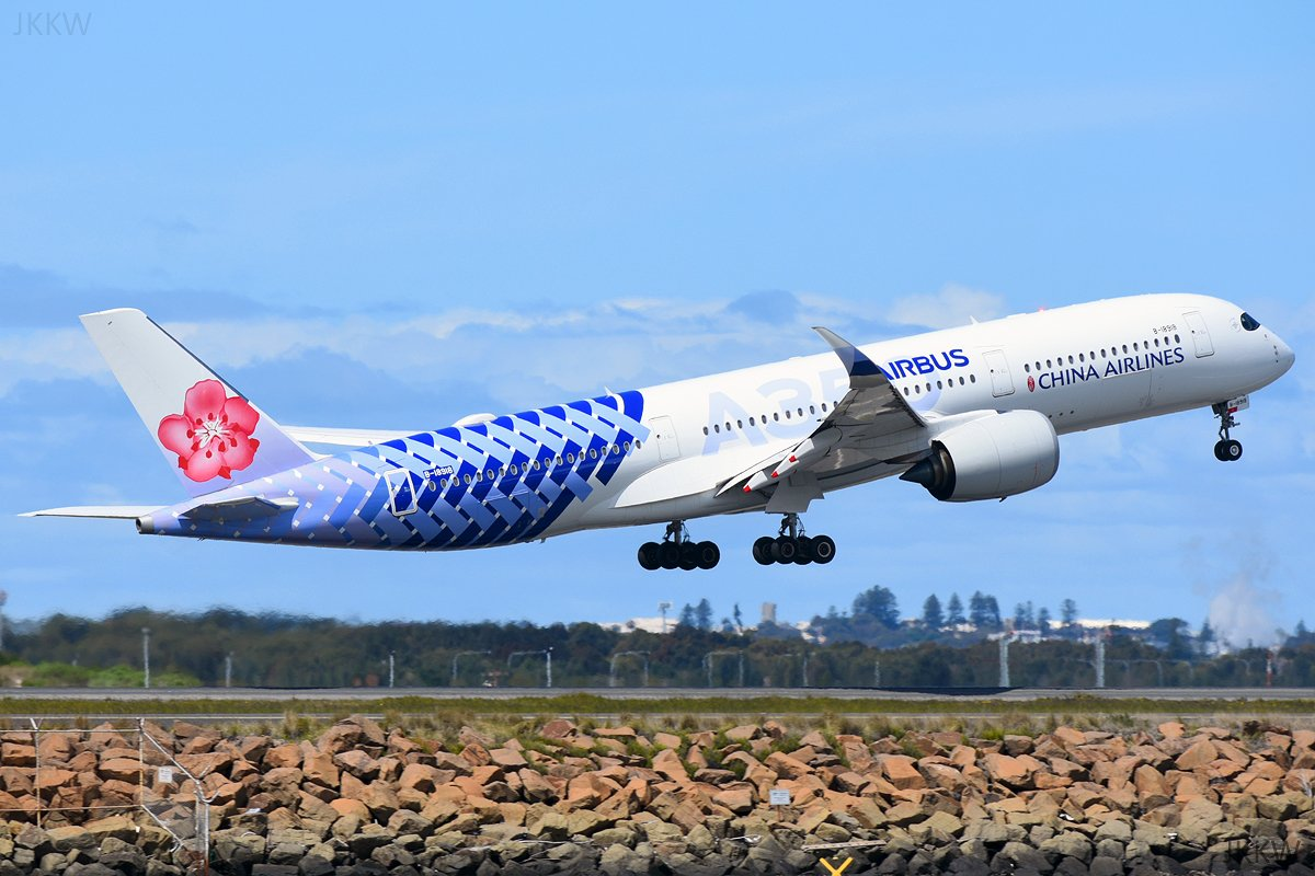 What a stunning plane!   Taking off 16R yesterday  #Airbus #A350 #ChinaAirlines #SydneyAirport #Avgeek #planespottingpic.twitter.com/ms0Qh70v82