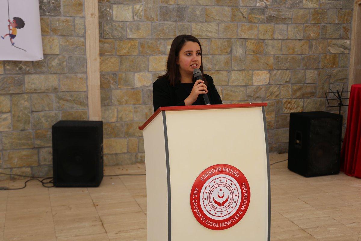 #11EkimDünyaKızÇocuklarıGünü  münasebetiyle Sazova Bilim, Kültür ve Sanat Parkı Amfi Tiyatro alanında İl Çocuk Hakları Komitesinin organize ettiği program düzenlendi. @alpersezer64  @ailevecalisma  @CocukHizGM