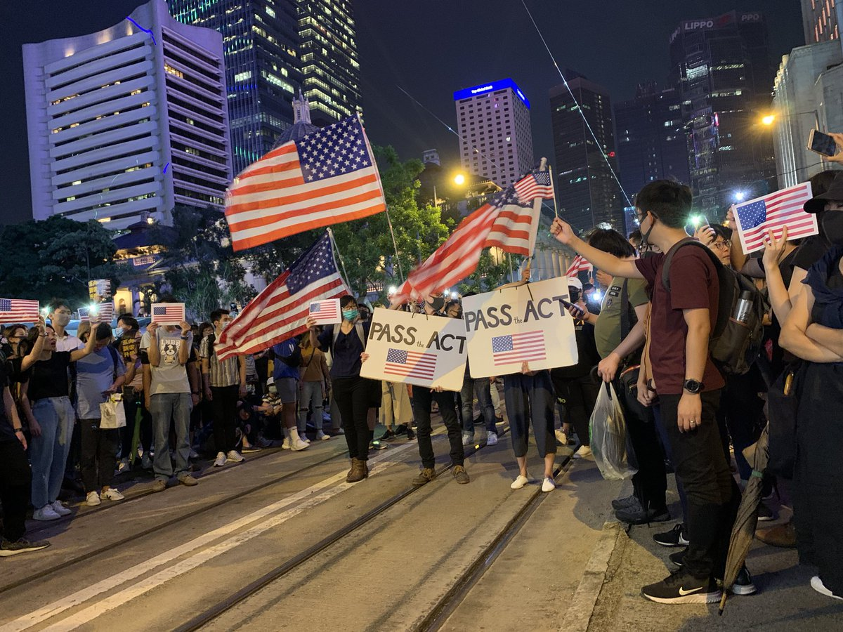 """""""Pass the act"""" and """"Stand with HK"""" they chanted, hoping US Congress will pass the #HK Human Rights & Democracy Act #hongkongprotests <br>http://pic.twitter.com/gObZrA4vvb"""
