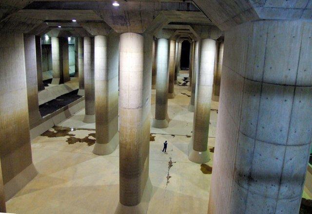 5000RT:【洪水防ぐ】「地下神殿」が4年ぶりフル活動 担当者「ひやひやした」首都圏外郭放水路は地下を流れる世界最大級の放水路。今回の台風では、全施設を活動させて1千万tを排出したという。