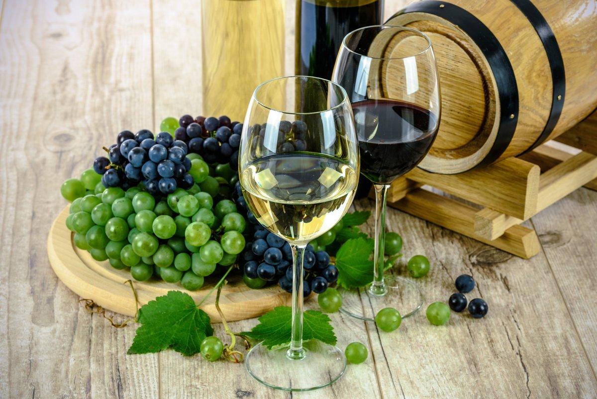 【記念日】  毎月14日は恋人たちの記念日♡ 10月はワインデー(와인데이)🍷  恋人とワインを飲みながら 一緒に過ごす日です。  やっと秋らしくなってきた この時期にワインで乾杯する ステキな一時…😌❤️❤️❤️  なんともロマンチックな日ですね♪  #今日は何の日 #韓国好きな人RT #韓国 #記念日 #ワイン