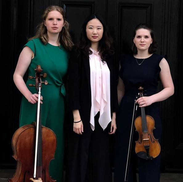 Hurrah! Our FREE Thursday Lunch-time concerts start this week! Come along & listen to classical & romantic music from @odora_trio. #Cello, #piano & #violin 🎻🎹🎼🎵🎶. @RoyalAcadMusic @WhatsOnInOxford #AllWelcome  🗓️ Thurs 17 Oct ⏲️ 1.30-2.15pm 🗺️ The Chapel, OX1 3TD