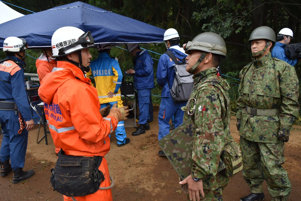 【令和元年台風19号に伴う災害派遣 行方不明者捜索支援活動】 10月14日(月)第4施設群(座間)は、神奈川県相模原市緑区牧野において行方不明者の捜索を昨日に引き続き警察及び消防とともに行いました。#台風19号 #災害 #座間 #相模原 #捜索