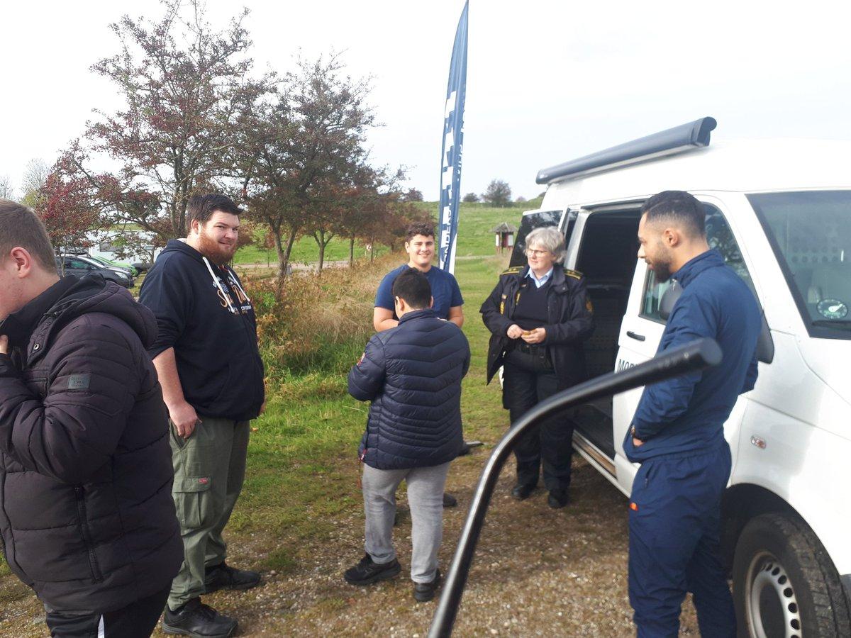 Nu holder den mobile politistation ved HistorieCenter Dybbøl Banke Kom og tal med os.  #sjyl# politi# https://t.co/K8hRQKlSVu