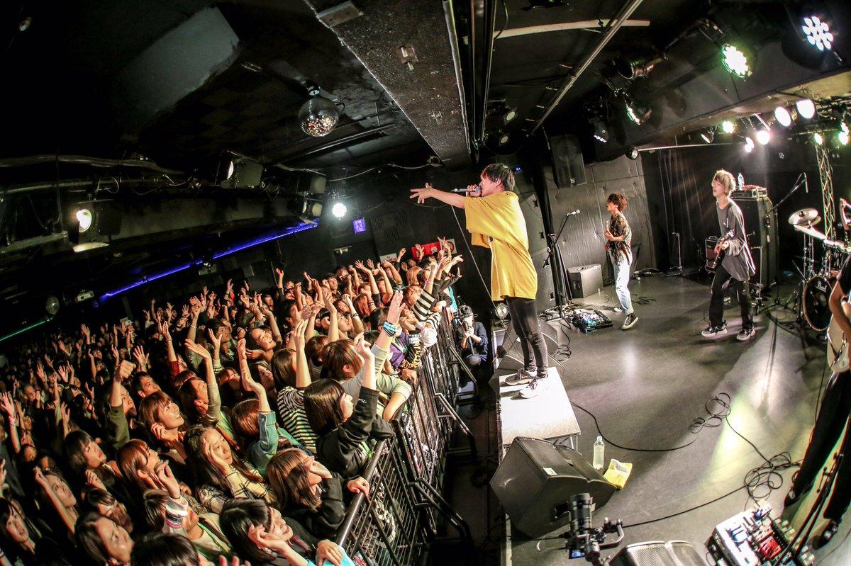 【ミナホ無事終了!!】●10/14@心斎橋SUNHALL2年目の地元大阪ミナミホイール!!今年は遂に入場規制かかりました㊗️🎉600人以上の大歓声が最高に気持ちよかったです✨早い時間から沢山集まってくれて本当にありがとう🙌大阪はまたワンマンでお会いしましょう‼️Photo : @Riooooopy#FM802 #ミナホ