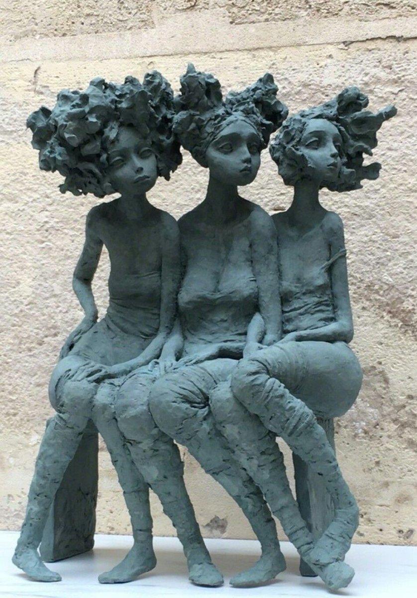 Les #sculptures féminines et poétiques des petites bonnes femmes de lartiste Valérie Hadida.