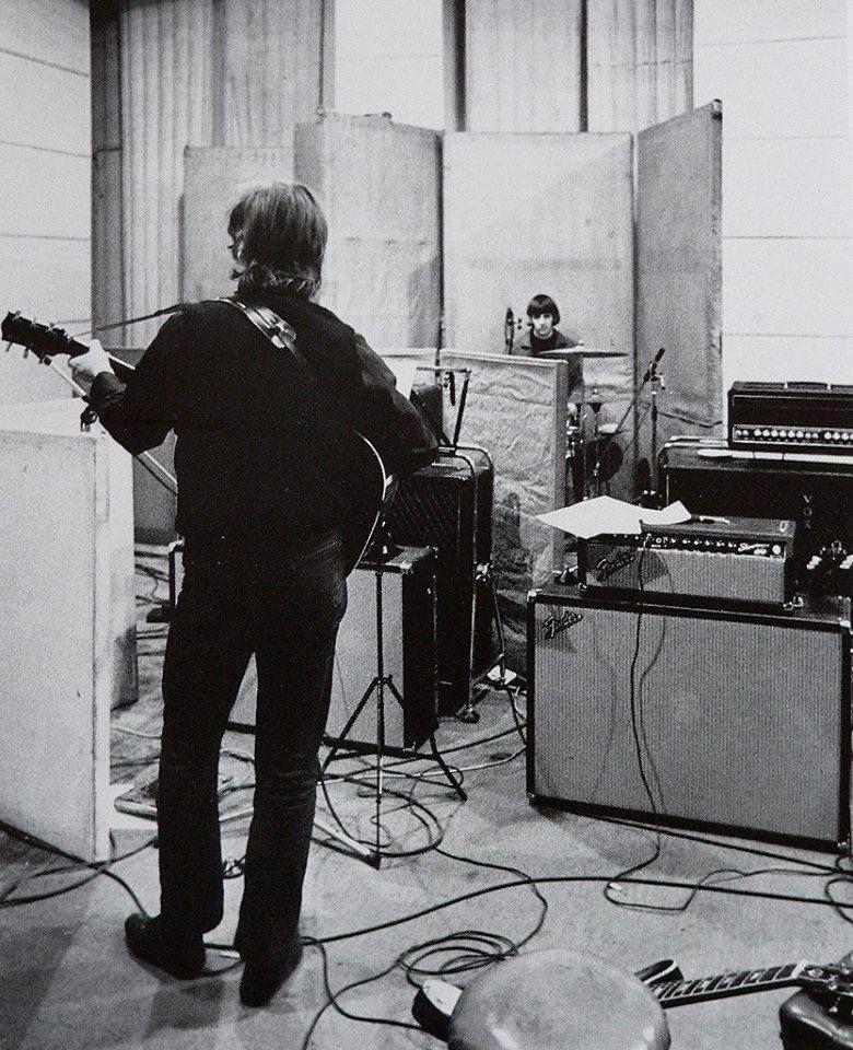 RT @TweetBeatle: ♪ 🎙️revolver 🎸🎸🎸  #Beatles #JohnLennon #PaulMcCartney #RingoStarr #GeorgeHarrison https://t.co/bI9qSR6FWb