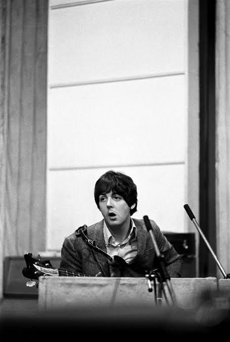 RT @TweetBeatle: ♪ 🎙️revolver 2 🎸🎸🎸  #Beatles #JohnLennon #PaulMcCartney #RingoStarr #GeorgeHarrison https://t.co/ET9mTM2N7b