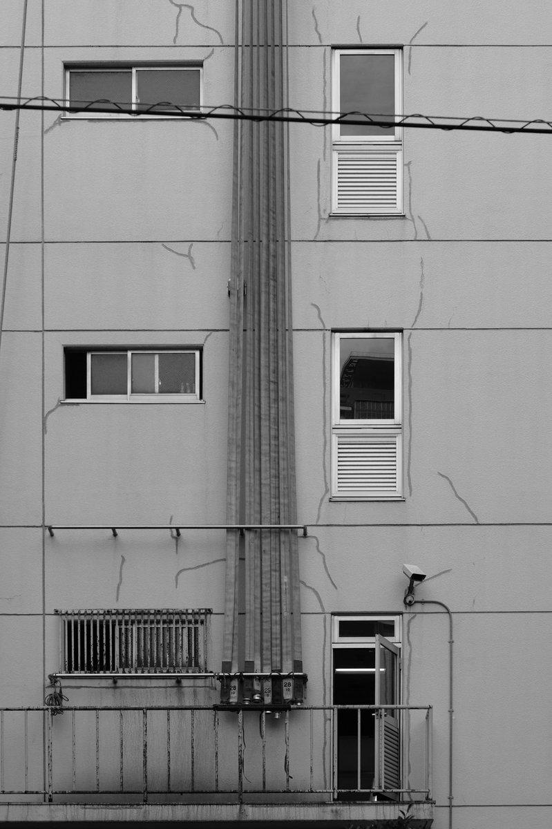 お休みなさい。 #白黒 #bnw #blackandwhite #monochrome #写真好きな人と繋がりたい #photography #photo #coregraphy #ファインダー越しの私の世界 #キリトリセカイ #oldlens #オールドレンズ #digital #streetphotography #東京 #人形町