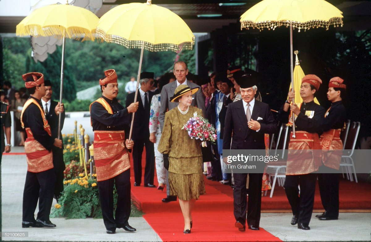 "#royal #flashback ""KUALA LUMPUR, MALAYSIA - OCTOBER 14, 1989: The Queen And Prince Philip With The Agong Of Malaysia During The Welcoming Ceremony In Kuala Lumpur - The Queen Accepting A Drink At Sultan Salahuddin Abdul Aziz Shan Mosque <br>http://pic.twitter.com/cfmCenwGbH"