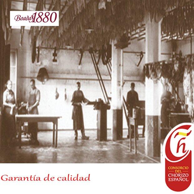 El chorizo español tiene  una larga tradición. Nuestro asociado @boadas1880 cuenta en su web el recorrido histórico de su empresa.  #chorizoespañol #Spanischorizo #instafood #comida #embutido #tradicion #Boadas1880