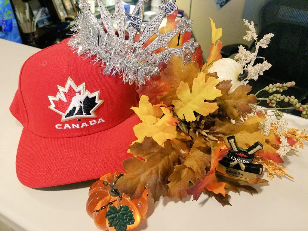 Happy Thanksgiving Canada! 🇨🇦🍁 #canadathanksgiving #Hockey #nhl #travelingqueens #Canada #ThanksgivingDay #thanksgivingcanada #Thanksgiving