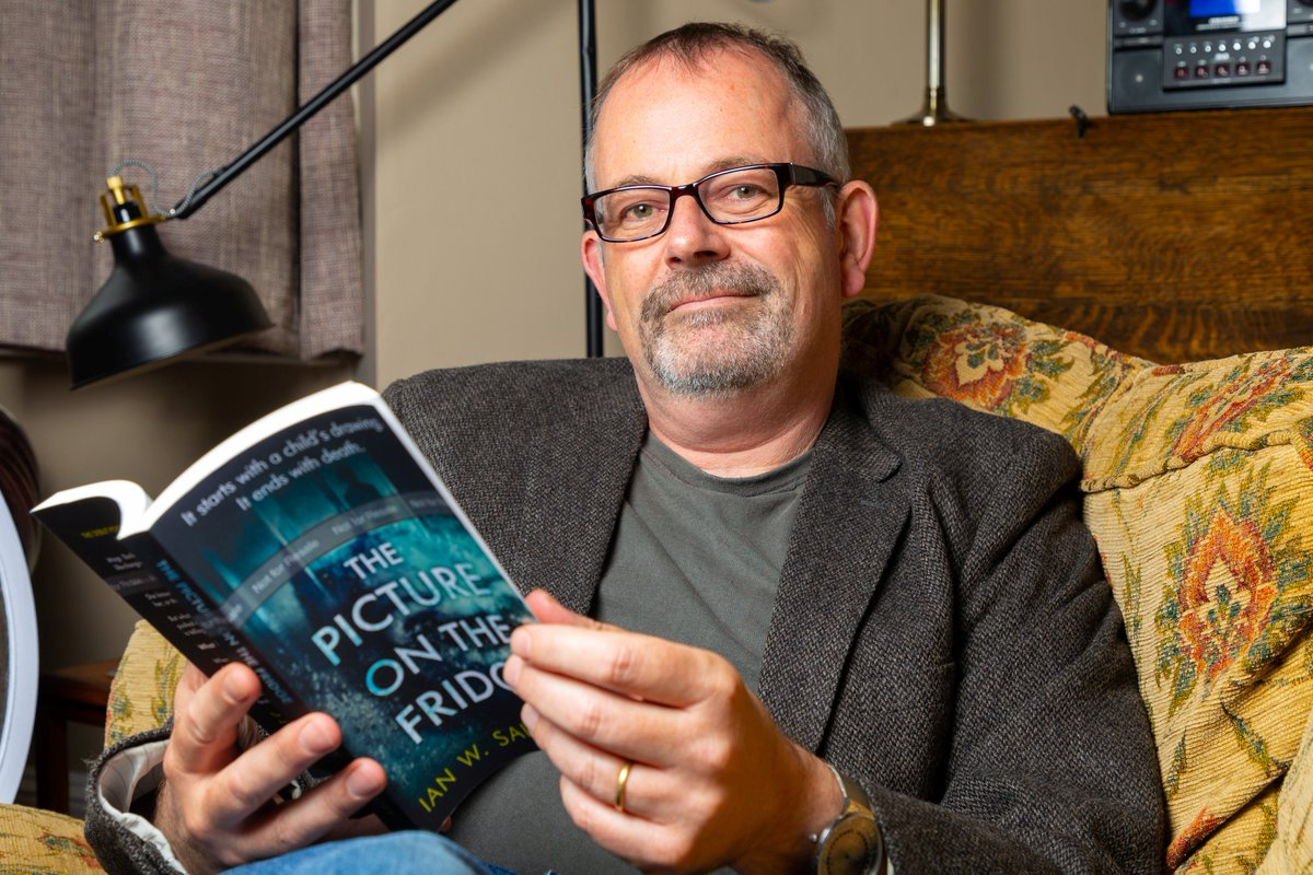 .@IanWSainsbury wins this year's £20k Kindle Storyteller Award:  http:// bit.ly/2MgVb4A    <br>http://pic.twitter.com/xiNXMiFYD0