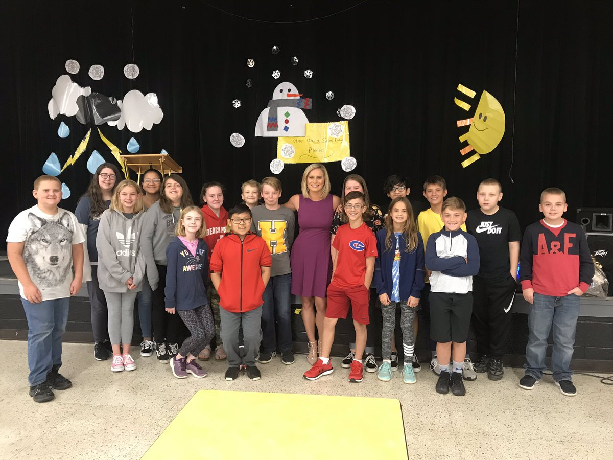 Great group of kids at Hawkins Middle School in #Hendersonville! Thanks for having me out to talk weather this morning ❤️ @WSMV