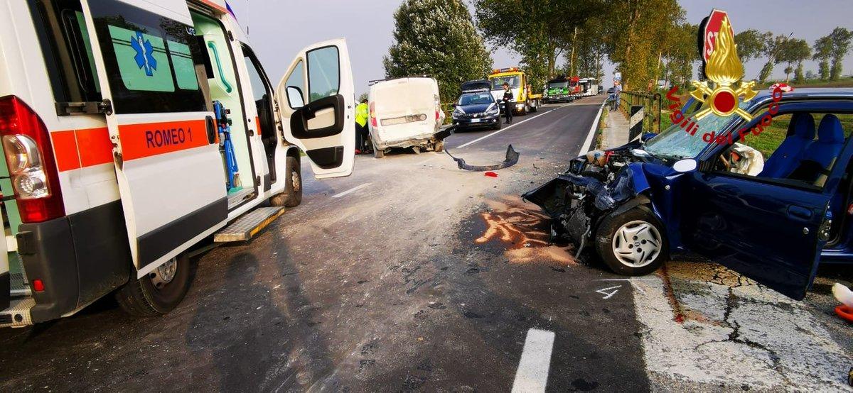 Schianto fra 3 auto all'incrocio: feriti #SanStino...