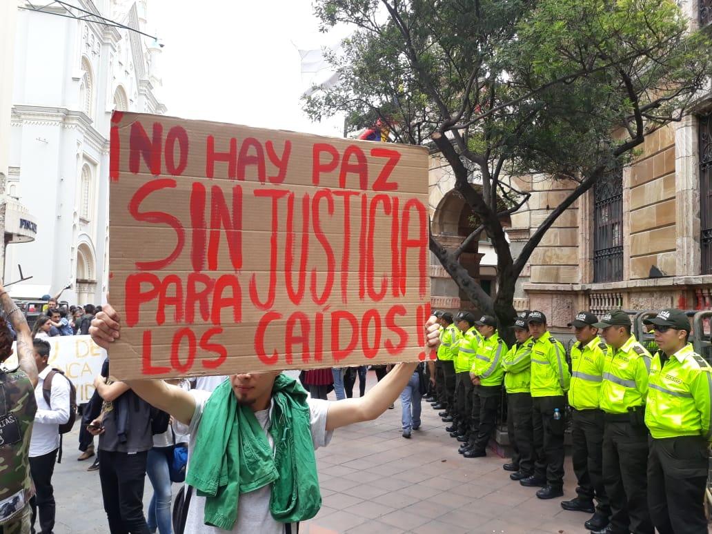 La #marchaestudiantil también denominada #MarchaDeColores de #Cuenca es para recordar a los ecuatorianos fallecidos durante este #ParoNacionalEC.