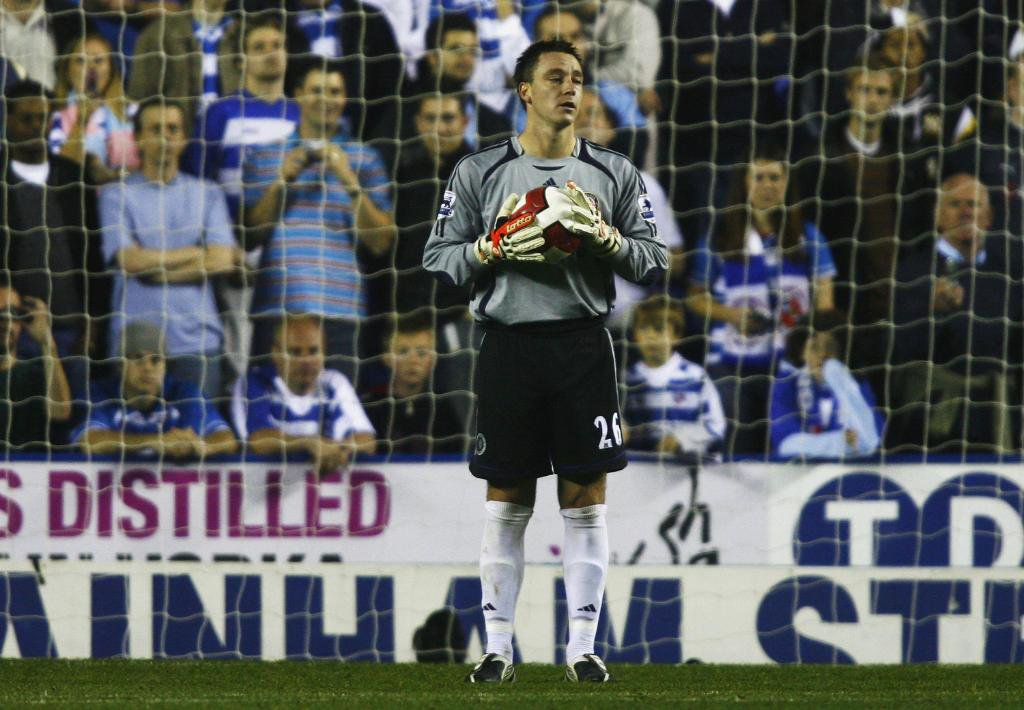 Captain. Leader. Legend. Goalkeeper. On this day in 2006, John Terry stepped into goal after Petr Cechs major head injury and another injury to Carlo Cudicini and secured a clean sheet victory 🛡