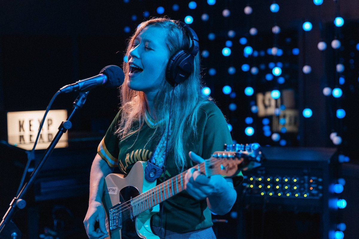 .@JuliaJacklin knows her way around a heart-wrenching chorus. The @Polyvinyl artist's recent Live Room visit brought @djcherylwaters to tears, which you can now watch in full. Get in your Monday feels here: https://www.kexp.org/watch/julia-jacklin/ ….📷: Carlos Cruz