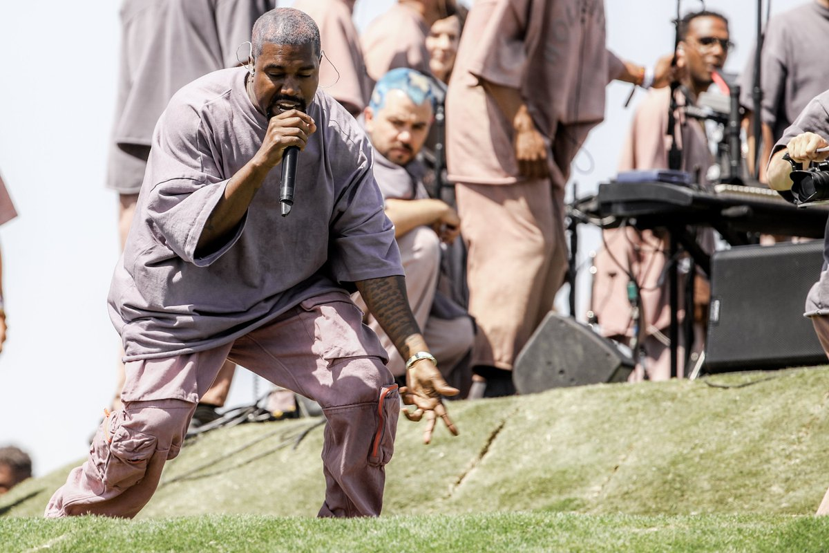 Kanye West confirms he's recently converted to Christianity:  http:// cmplx.co/TS2OV7R     <br>http://pic.twitter.com/o7tWWKbmBK