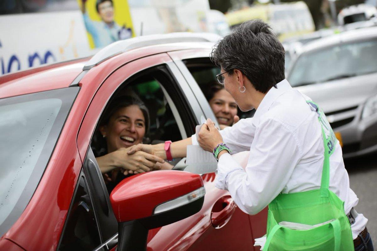 ¡Gracias siempre por su afecto! Este es un perfecto lunes festivo por sus abrazos, buena energía y apoyo. Estamos cerca de la meta, vamos a ganar unidos por Bogotá 💚