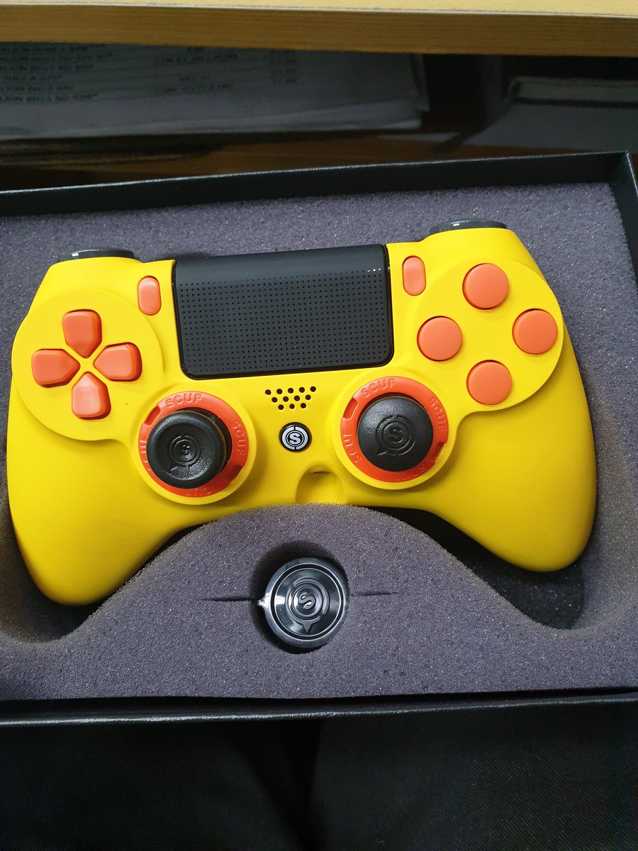 Just got my first ever @ScufGaming controller. Less than a week to get to New Zealand. Thanks to @OMGitsAliA for the username discount too <br>http://pic.twitter.com/1eDhmRNqed