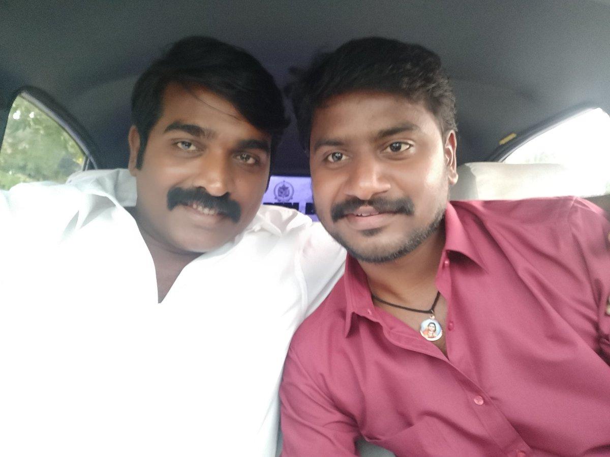 On the sets of @seenuramasamy #Maamanithan with @VijaySethuOffl 📸: Actor @Sivakumar0215 👨❤️💋👨 . #MakkalSelvan #VijaySethupathi #Tamil #TamilCinema #Kollywood @U1Records