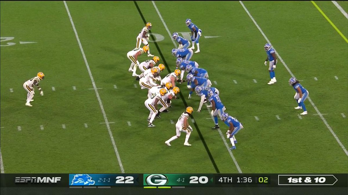 Jamaal Williams could have scored… but he didn't. A heads-up play by @jswaggdaddy. #GoPackGo 📺: #DETvsGB on ESPN #MNF 📱: NFL app // Yahoo Sports app Watch free on mobile: on.nfl.com/D5d80R