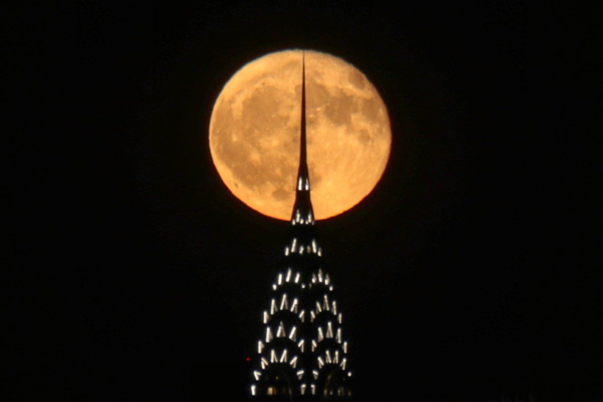 The moon, one day after the full Hunters Moon, rises over the Chrysler Building in New York Monday night #newyork #newyorkcity #nyc #chryslerbuilding #moon #HuntersMoon @agreatbigcity
