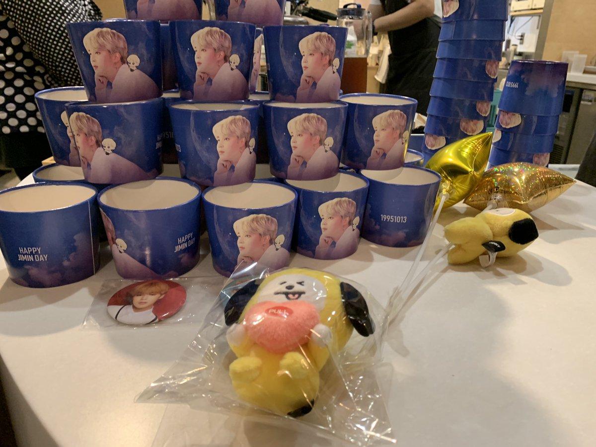 一目惚れのカップホルダー 😍 夢見るジミンちゃんの構図がとても素敵💕 抹茶オレも美味しかったです😋 ありがとうございました❗️ @mocchipuppy様 @tako95yaki様 @CafeDoMo様