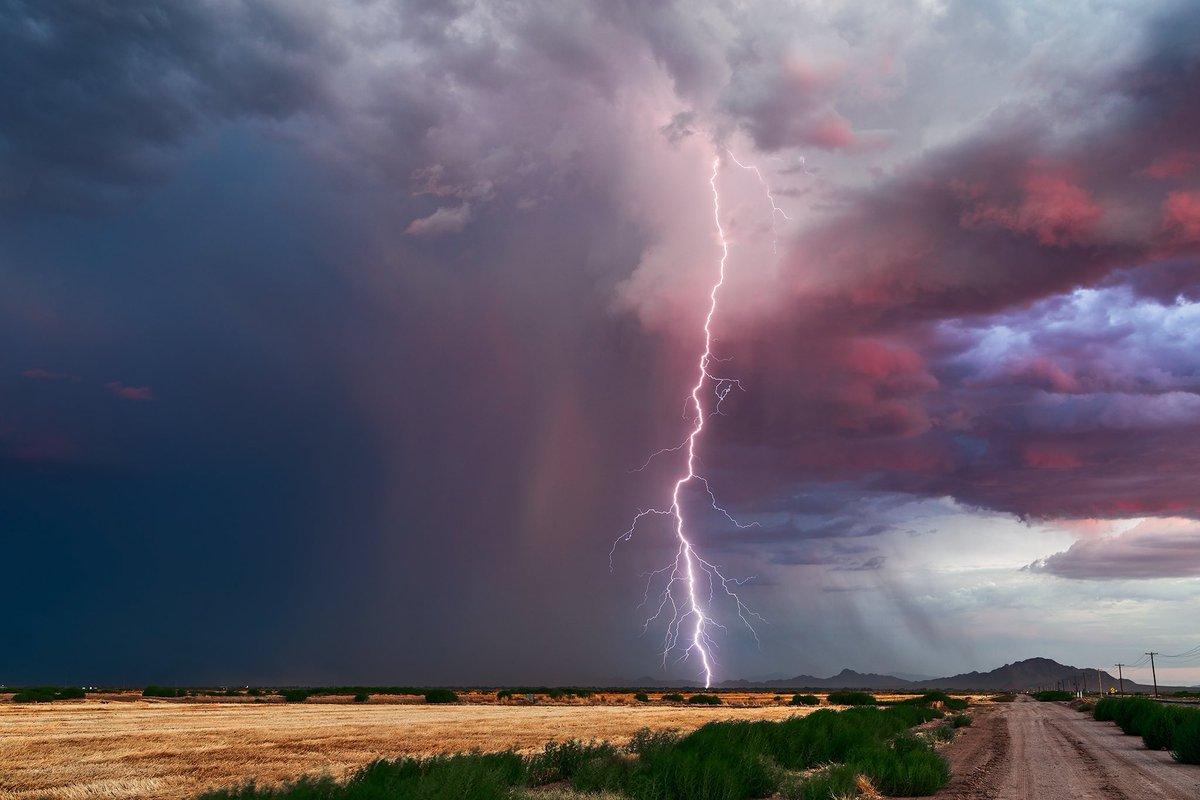 A dramatic lightning bolt strikes from a monsoon thunderstorm at sunset near Marana, Arizona on July 13th. #azwx #stormhour <br>http://pic.twitter.com/9cigZcj7Pg