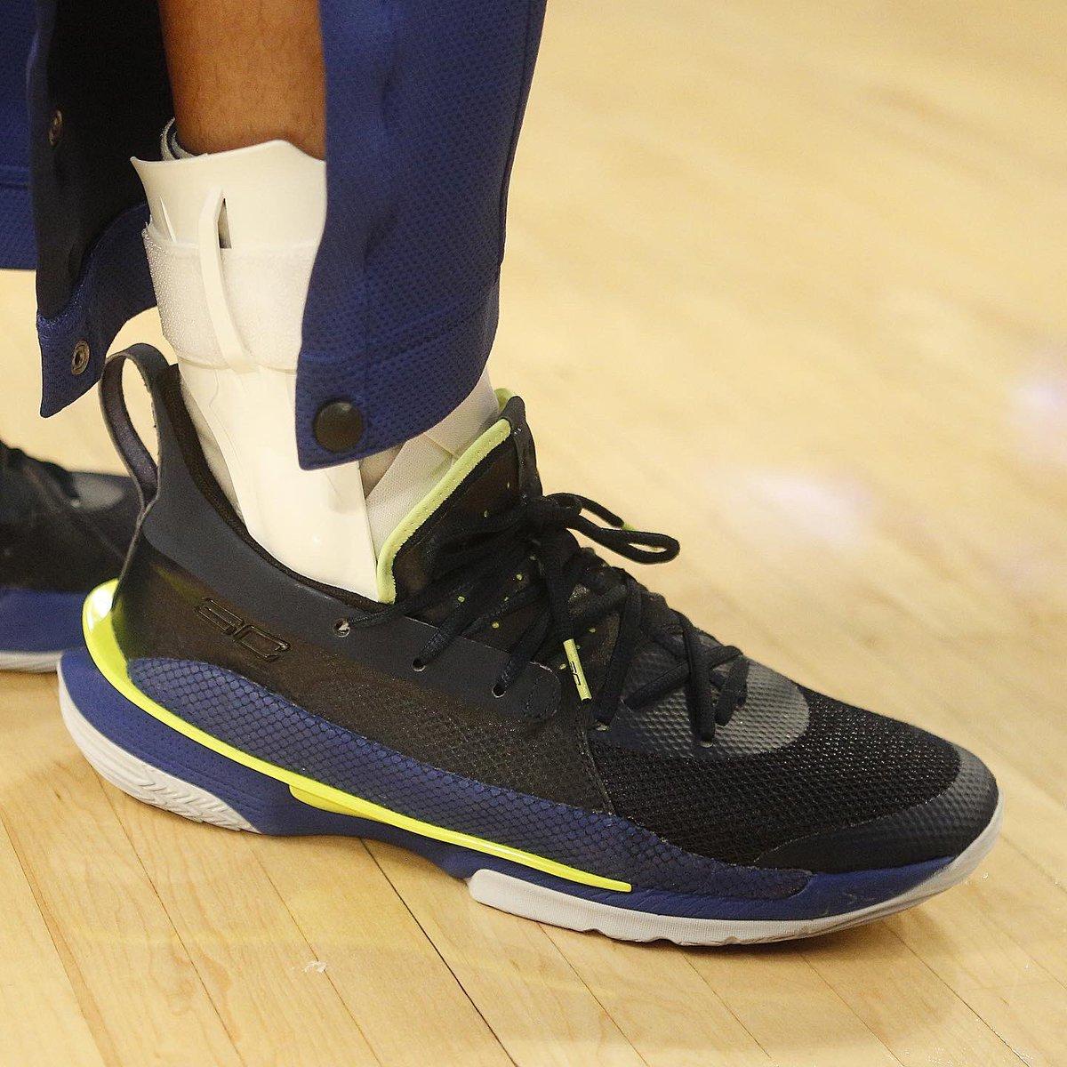 #RT @NBA: RT @NBAKicks: Stephen Curry in the Under Armour Curry 7 in LA! #NBAKicks