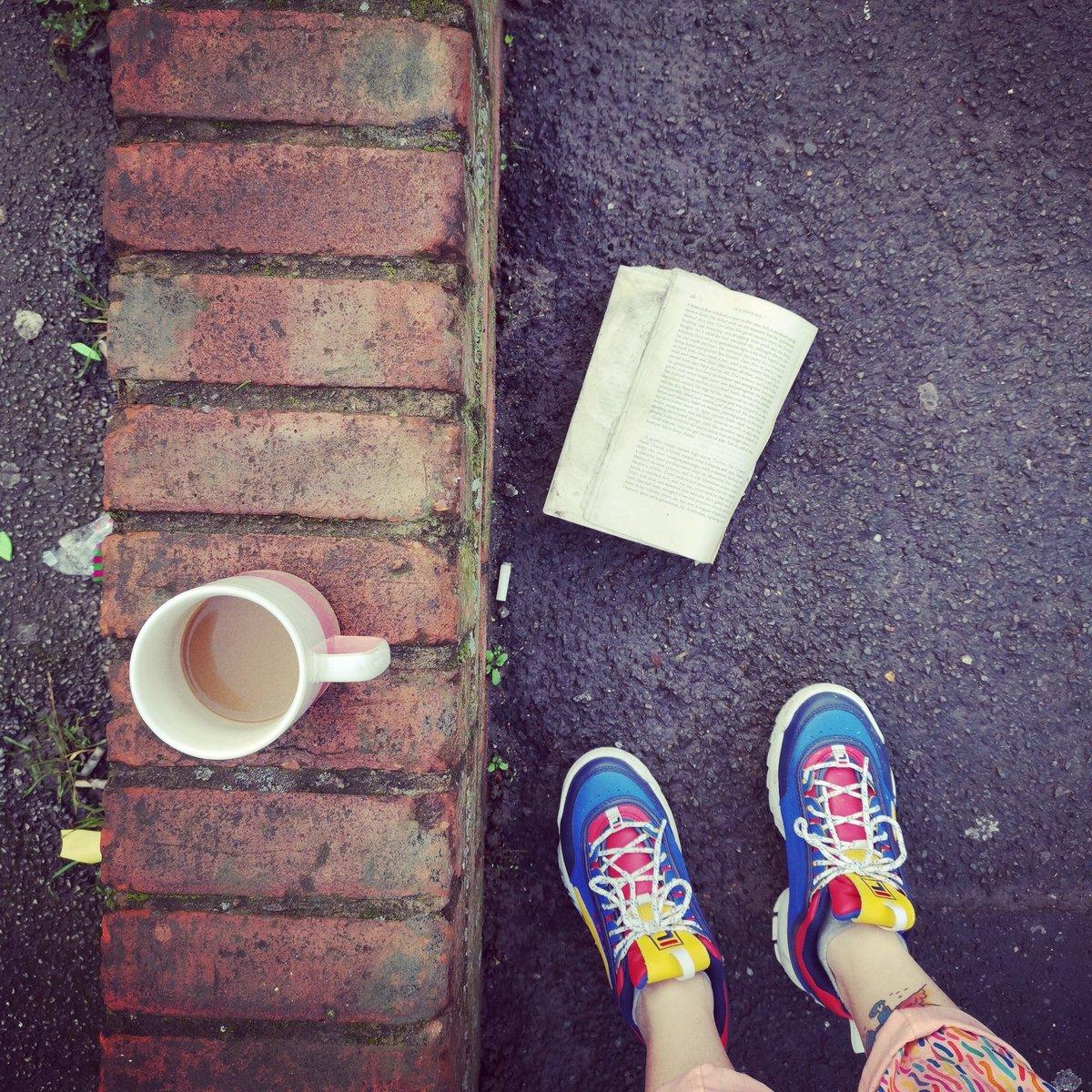 Arty Morning Hipster Photo #17  #artinnit #fila #feelher #discarded #preloved #book #rain #pavement #poundingtheppic.twitter.com/Ka4nRTxjJF