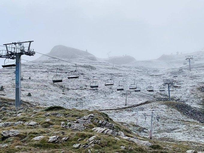 Amanecemos hoy con las estaciones refrescándose con las primeras nieves ❄️❄️❄️. Ronda 📷📷📷 de imágenes 👉 https://t.co/Jlqx1fIPBZ