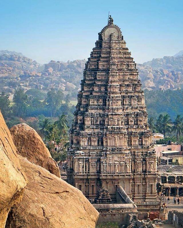 Amazing Vedic architecture photo series: Gopuram of Virupaksha Temple, Hampi. #Mahadev#Hanuman#omnamahshivaya#bholenath#harharmahadev#bhole#bholebaba#aghori#shambhu#jaimahakal#shiva#india#hindu#hinduism#ancient#Indiantemple#mythology#ancient… http://bit.ly/2OPuANQ