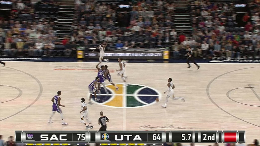 Buddy Hield gets it to go at the buzzer http://dlvr.it/RGCKN7